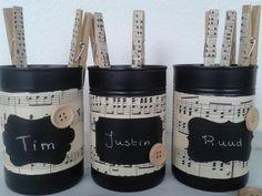 Gft in decorated can for boys. Decoupage.  Blik met muziek papier. Leuk als cadeau voor jongens met geld of snoep.