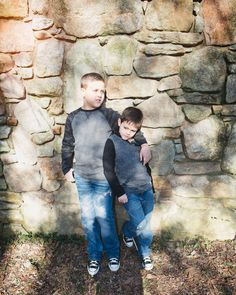Two Brothers photography Poses For Pictures, Picture Poses, Family Posing, Family Photos, Brother Poses, 2 Brothers, Sibling Photography, Photo Packages, Boy Poses