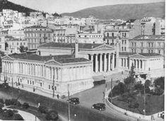 Il palazzo dell'Università nel 1930. Nel giro di 60 anni, la popolazione ateniese è esplosa: da 45 000 nel 1870 a oltre 800 000 nel 1925.