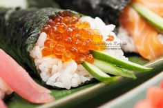 salmon roe handroll Asian Recipes, Whole Food Recipes, Sushi Pictures, Sushi Donuts, Sushi Burger, Salmon Roe, Sushi Party, Sushi Love, Eat Happy