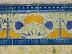 Azulejos antigos no Rio de Janeiro: Santa Teresa VIII - Centro Cultural Laurinda Santos Lobo