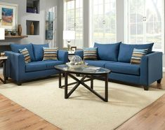 Blaue Sofas, Ein Rundes Tischlein Aus Glas, Ein Weißer Teppich, Wohnideen  Wohnzimmer