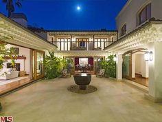 Bruce Willis' Beverly Hills Mansion: Courtyard