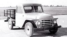 1952.Nace el Rastrojero. Se desarrollaba un pequeño vehículo utilitario que contaba con una cabina metálica de chapas perfiladas o moldeadas y una caja de madera con capacidad de carga para media tonelada. Estaba equipado con un motor naftero de origen norteamericano derivado de unos tractores adquiridos como material sobrante de la guerra. Surge así el Rastrojero.A pesar de su aspecto rústico, el vehículo, lanzado al mercado en 1952, era robusto y confiable y en poco tiempo se ganó...