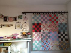 What a fantastic idea on how to hang a quilt to get an overall view!