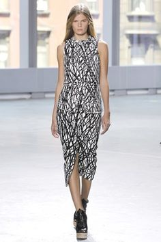 ➢Proenza Schouler Spring/Summer 2014 The partern of this dress are lines cross raodomly, which maks an irregular mesh looks-like, wave-print. The partern are similar with the chair's apperence.   http://www.vogue.co.uk/fashion/spring-summer-2014/ready-to-wear/proenza-schouler/full-length-photos/gallery/1033330