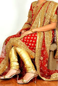 Khara Dupatta (upright stole) is the traditional wedding dress of Hyderabadi Muslim brides. It is an elaborate wedding ensemble comprising a kurta (tunic), chooridaar (extra-long slim pants that gather at the ankles), and a 6-yard dupatta (stole or veil).