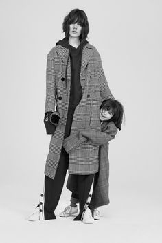 Mother Daughter Pictures, Mom Daughter, Freja Beha Erichsen, Mom Day, Poses, Live Fashion, Fashion 2016, Everyday Outfits, Editorial Fashion