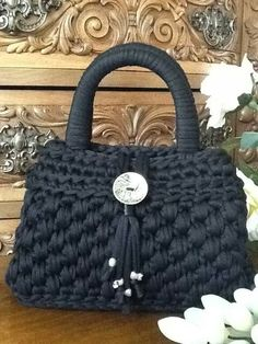 This Pin was discovered by Abd The place where construction meets design, beaded crochet is the act of using beads to embellish crocheted items. Crochet is derived from the French croc Free Crochet Bag, Bead Crochet, Filet Crochet, Crochet Motif, Crochet Crafts, Crochet Patterns, Crochet Bags, Crochet Handbags, Crochet Purses