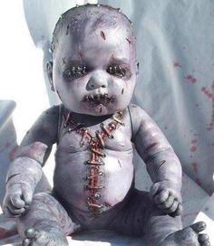 Halloween scary baby Never sleeping again. Halloween Doll, Halloween 2016, Halloween Costumes For Girls, Holidays Halloween, Halloween Crafts, Halloween Party, Zombie Dolls, Scary Dolls, Maquillage Halloween