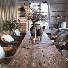 This would be great for an outdoor eating area. Farmhouse Table, Farmhouse Decor, Country Decor, Rustic Decor, Home Interior, Interior Decorating, Swedish Interior Design, Outdoor Dining, Dining Table