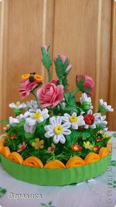 Pat de produse de artizanat Quilling de flori într-o bandă de hârtie foto borcan 1