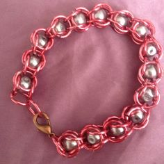 Pink chain bracelet with gray pearls, bracelet
