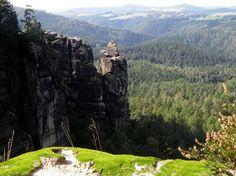 Wandern, Nationalparkführungen, Kletterkurse, Höhlenbefahrungen. Die Freizeitmöglichkeiten im Elbsandsteingebirge, lassen keine Wünsche offen.