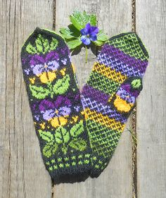 Ravelry: MASHAISL's Pensé by Solveig Larsson Double Knitting Patterns, Knitted Mittens Pattern, Fair Isle Knitting Patterns, Knit Mittens, Knitting Socks, Knitting Stitches, Mitten Gloves, Knitted Hats, Wrist Warmers