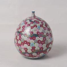 SOMENISHIKI KOSUMOSUMON TSUBO (Jar with Cosmos design)