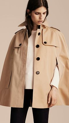 An English-woven cotton Burberry gabardine trench cape, inspired by military designs. Made from a shower-resistant fabric and cut with raglan sleeves in a slightly oversize fit, it is an effortless layer for rainy days. Turn up the collar and fasten the throat latch for added protection.