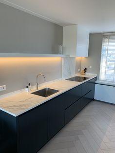Most Noticeable Spooky Modern Kitchen - gameofthron Rustic Kitchen Design, Contemporary Kitchen Design, Interior Design Kitchen, Kitchen Flooring, Kitchen Furniture, Black Kitchens, Home Kitchens, Cocina Office, Handleless Kitchen