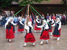 Humans of Euskadi Euskal dantzak Santurtziko parkean Basque dance in Santurtzi`s park Santurtzi, Bizkaia
