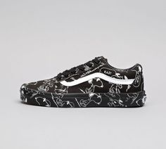 f3c11b166cac Vans Womens Old Skool Peanuts Trainer Snoopy Black