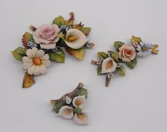 Bomboniere Porcellana | Porcellane Artistiche di Capodimonte Buttercream Flowers, Polymers, Tile Art, Cold Porcelain, Clay Jewelry, Biscuit, Fondant, Polymer Clay, Floral Wreath