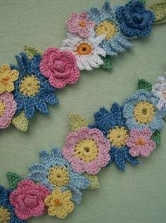 •✿•  •✿•  Grinalda com Flores em Crochê -  /  •✿•  •✿•  Wreath with Flowers Crochet -