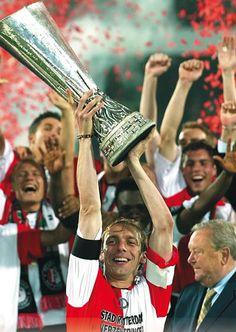 De UEFA-cup, mei 2002 een finale met een zwart randje,
