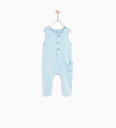 ZARA - KIDS - DUNGAREES WITH SLOGAN ON POCKET Kids Dungarees, Zara Spain, Zara Boys, Knitted Romper, Summer Wardrobe, Wardrobes, Baby Knitting, Slogan, Baby Boy