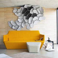 Motif décoratif emprunt d'une certaine mélancolie, la collection « Clouds » des frères Bouroullec chez Ligne Roset se constitue de modules à fixer au mur ou poser sur le sol, dans un effet tridimensionnel qui semble s'emparer de la pièce.