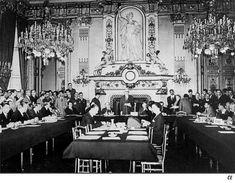 1950 El primer paso en la creación de la Comunidad Europea lo va a dar el Ministro de Asuntos Exteriores francés, Robert Schuman. El 9 de Mayo de 1950, va a proponer un plan, diseñado por Jean Monnet, p...