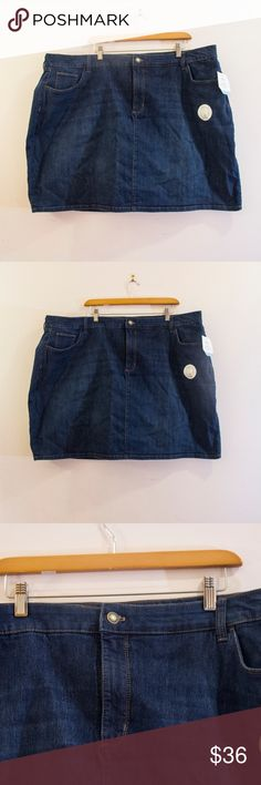 Croft and Barrow Dark/Medium Wash Denim Skort Classic Croft and Barrow mid rise dark/medium wash skort.  Goes straight through the hips and hits mid thigh. This skort is super simple & is perfect for a casual day out on the town.  It has built in shorts made of almost a yoga pant material making it super comfortable and practical.  Pairs well with a blouse/sweater and heeled booties.    Shells is made of 76% cotton, 23% polyester. Liner is made of 97% cotton and 3% spandex.  Waist is 23…