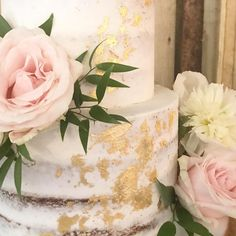 / SEMI-NAKED CAKE / GOLD LEAF / FRESH FLOWERS / Seriously what's not to like?!!!!!