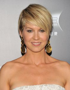 Jenna Elfman Layered Razor Cut - Short Hairstyles Lookbook - StyleBistro