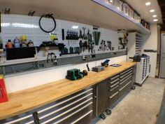 The scooter workshop - the garage journal board house ideas Man Cave Garage, Garage Shed, Garage Workshop, Garage Doors, Small Garage, Car Garage, Workshop Ideas, Mechanic Garage, Garage Bar