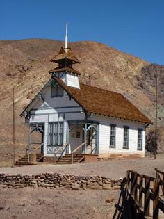 Calico, CA - Ghost Town Old School House. Calico Ghost Town was pretty fun. Especially at the KOA campground nearby Old Abandoned Buildings, Abandoned Places, California History, California English, Ghost Towns Of America, Calico Ghost Town, Old School House, Old Churches, Ghost Hunting
