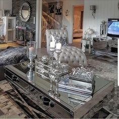 A country style home of design is a building style that mirrors the homes in Luxury Home Decor, Luxury Living Room, Living Room Designs, Glam Living Room, Family Room Decorating, Luxury Living, Modern Glam Living Room, Room Decor, Apartment Decor