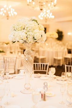 Elegant Country Club Wedding in New England | Image by Sarah Jayne Photography #wedding #reception #weddingdecor