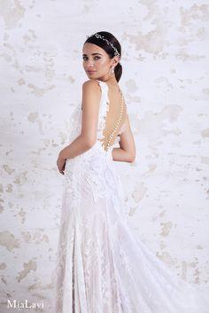 Lace and romantic wedding dress 1728, Mia Lavi 2017