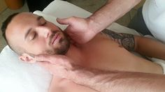 Lymphdrainage Das ist eine Massage, bei der nicht im herkömmlichen Sinne geknetet, gedrückt und gewalkt, sondern eigentlich nur sanft gestreichelt wird. Tips