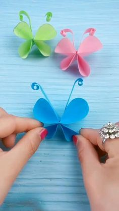 Diy Crafts Butterfly, Diy Butterfly Decorations, Origami Butterfly Easy, Butterfly Wall Art, Art And Craft Videos, Paper Crafts For Kids, Paper Butterflies, Spring Crafts, Handmade Crafts