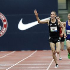 Galen Rupp setting the 10,000m meet record at the US Olympic trials... With a wave.