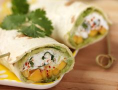 50 irresistible wraps recipes - Avocado-goat-mango wraps See the recipe for avocado-goat-mango wraps - Tortillas, Clean Eating Snacks, Healthy Snacks, Healthy Wraps, Grilled Tofu, Vegetarian Recipes, Healthy Recipes, Pureed Recipes, Vegetarian Wraps