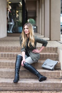 World of Boots High Leather Boots, Leather Riding Boots, High Boots, Khaki Jeans, Mode Blog, Denim Trends, Looks Cool, Over The Knee Boots, Fashion Boots