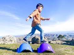 The kids are obsessed with their bilibo toy from @moluk_design 😍 We love how open ended this toy is- you can sit in it, stand on it, spin around on it, wear it on your head... inside, outside, on sand or snow! 👏🏻👏🏻 We literally bring these everywhere.💕 What toy do you bring with you everywhere? . . . . #ad #collab #moluk #oogi #bilibo #pluï #versatiletoys #openended #besttoyever #imaginationtoys #Awardwinningtoy #innovativetoy #simpletoys #curiouskids #kidbalance #balancetoy… Imagination Toys, Curious Kids, Motor Skills, Spin, Bring It On, How To Wear, Instagram, Design, Design Comics