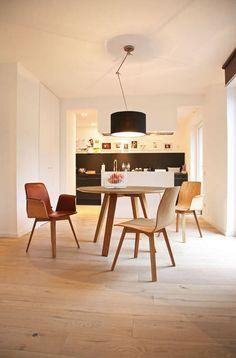 Moderner Tisch / aus Holz / rund MAVERICK by Brigit Hoffmann Kff. Design