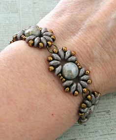 Linda's Crafty Inspirations: Bracelet of the Day: Duo Candy - Violet Luster