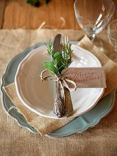 Absolutely stunning ideas for Christmas table decorations # covered table # christmas table # table decoration # table decoration christmas Best Picture For wedding decor wall For Your Taste You a Christmas Table Settings, Christmas Tablescapes, Holiday Tables, Holiday Parties, Christmas Place Setting, Christmas Place Cards, Christmas 2017, Rustic Christmas, All Things Christmas