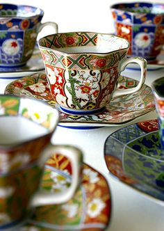 Pretty tea cups and saucers in lovely Imari design and colours. Japanese Porcelain, Japanese Pottery, Coffee Cups, Tea Cups, Teapots And Cups, My Tea, Mug Cup, Cup And Saucer, Tea Time