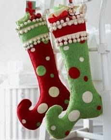 40 Brilliant Ideas How to Use Christmas Stocking for Your Decoration - Dailypatio Whoville Christmas, Whimsical Christmas, Merry Little Christmas, Noel Christmas, Retro Christmas, Christmas Sewing, Christmas Projects, Modern Holiday Decor, Holiday Decorations