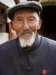 lynn-gail-portrait-of-an-elderly-chinese-man-shaxi-ancient-town-shaxi-yunnan-province-china-asia.jpg (366×488)